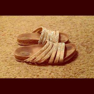 💥Mesmerizing gem covered crisscross straps sandal